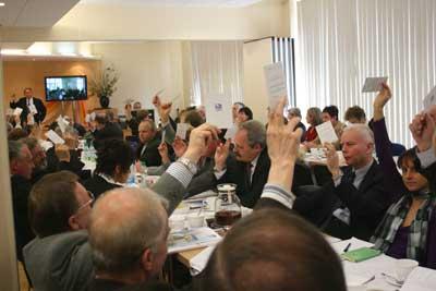W jawnym głosowaniu wybierano komisje robocze